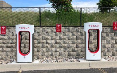 Tesla laat klanten toch weer gratis opladen